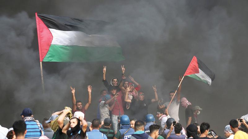 التظاهرات الفلسطينية متواصلة منذ عام ضد الحصار الإسرائيلي لغزة. رويترز