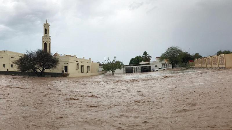منطقتا الحيل والفحلين من أكثر المناطق تضرراً جراء الأمطار الغزيرة كونها مناطق محاذية لوادي نقب. الإمارات اليوم