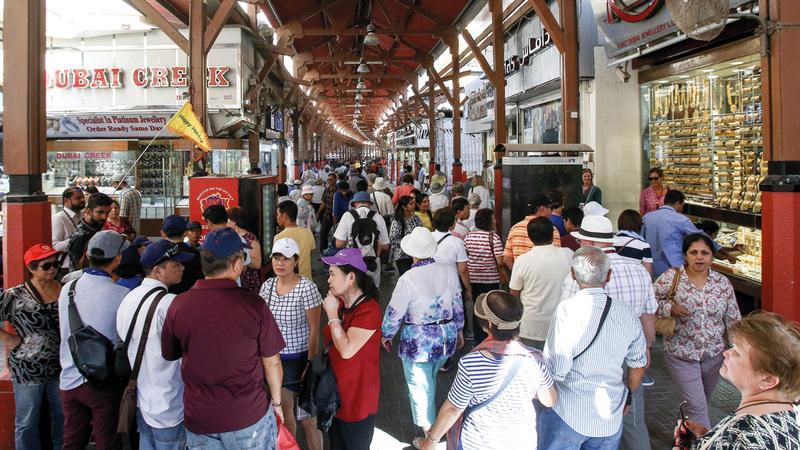 مبيعات الذهب في دبي سجلت نمواً بنسبة 3% العام الماضي مع زيادة النشاط السياحي في أسواق الإمارة. تصوير: أشوك فيرما