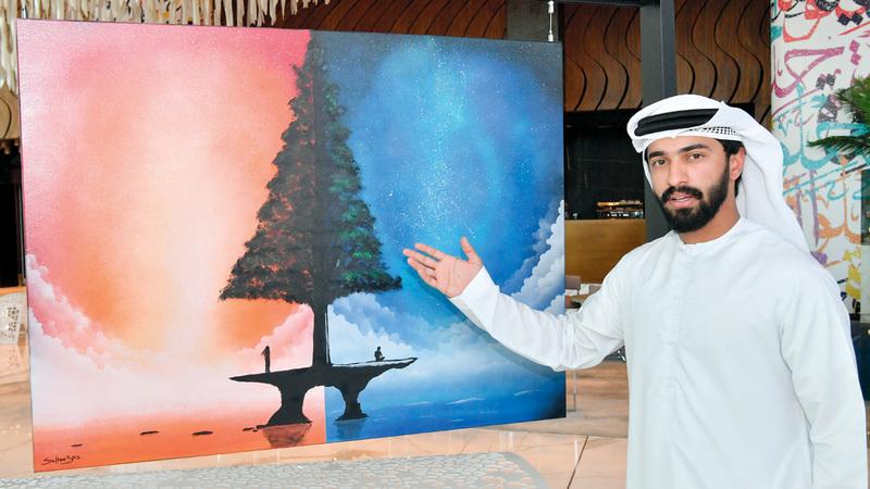 ساطان الهاشمي أكد أن الرسم بمثابة استراحة مؤقتة يستمتع بها. تصوير: نجيب محمد