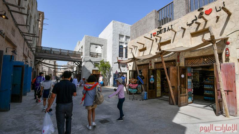 ويعكس هذا المشروع بدايات الخور ويشعر الزائر بروح واصالة المكان كونه محافظ على ادق تفاصيل الحياتية لسكان دبي، ويتضمن المشروع اكثر من 500 محل ومطاعم بطابع تراثي .
