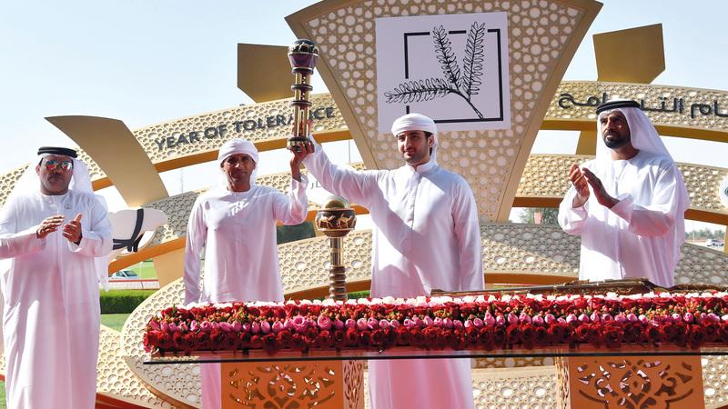 محمد بن مكتوم بن راشد توّج الفائزين في اليوم العاشر للمهرجان. تصوير: أسامة أبوغانم