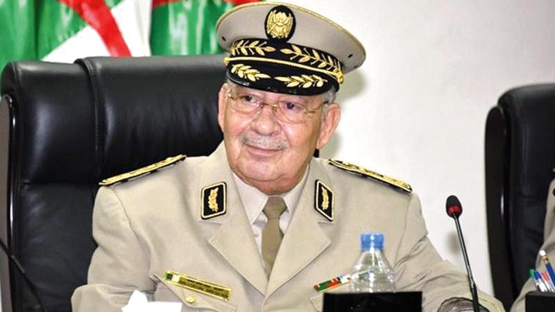 قائد الجيش الجزائري حثّ المحتجين على تفادي العنف.  أرشيفية