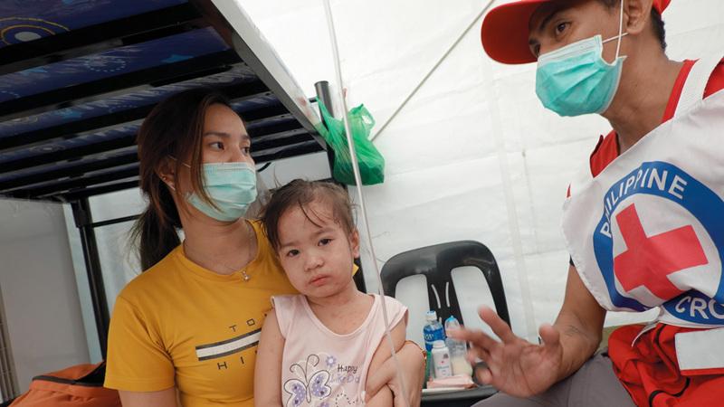 طفلة تتلقى التطعيم في مانيلا عقب تفشي وباء الحصبة. أرشيفية