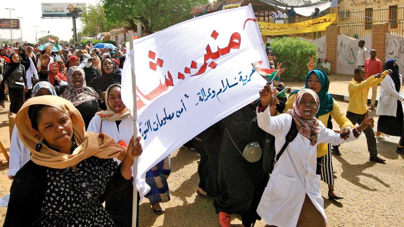 احتجاجات الشارع السوداني حوّلت «منبرشات» إلى صفحة نضال يومي.    أ.ف.ب