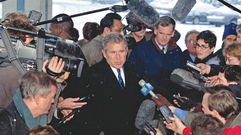 جورج بوش الابن وصف نفسه بأنه «محافظ رحيم» في مسعى منه لجذب الناخبين من الوسط.  أ.ب