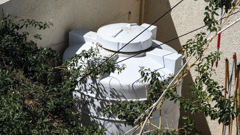 البلدية توجه بتنظيف خزانات المياه مرة على الأقل سنوياً. تصوير: أشوك فيرما