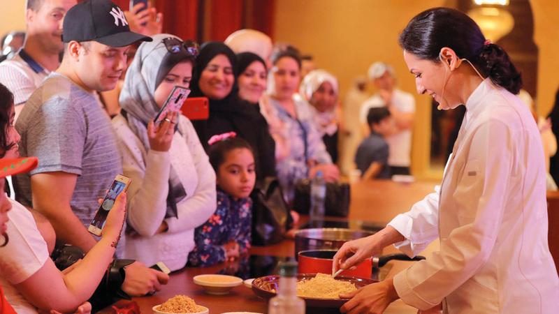 شميشة الشافعي:  «طبق الكسكس  أشهر وألذ أكلة  مغربية، ونقدمها  بالبصل المحلى  بالعسل والحمص».