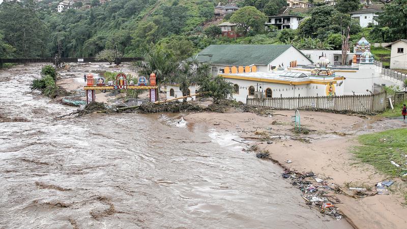 فيضانات في مقاطعة كوازولو ناتال شرق البلاد بسبب الأمطار الغزيرة. أ.ب