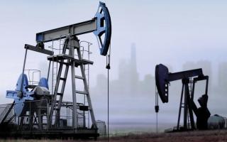 الصورة: النفط يتجه لتحقيق مكاسب أسبوعية بدعم من اضطراب السوق العالمية
