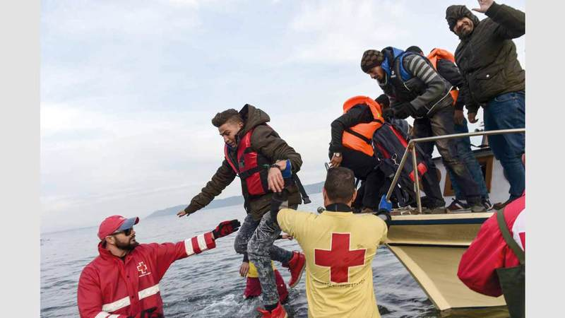 منظمات غير حكومية تقوم بإنقاذ لاجئين في جزيرة ليسبوس اليونانية.  أ.ف.ب