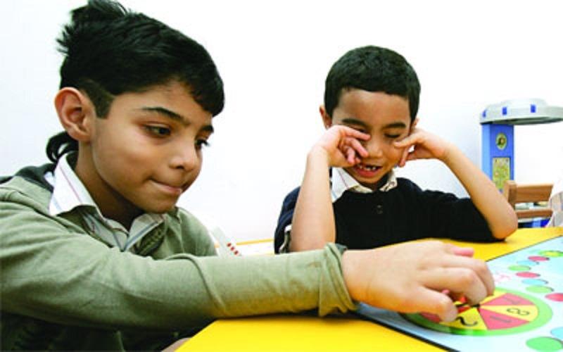 """الصورة: بالفيديو.. دراسة تثبت أن الـ """"عينات برازية"""" تحسن سلوكيات """"أطفال التوحد"""""""