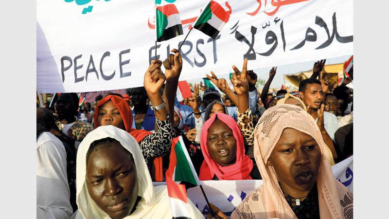 جموع الثوار السودانيين لم تحتفل بتبرئة عاصم وسط سيل من الأحداث. رويترز
