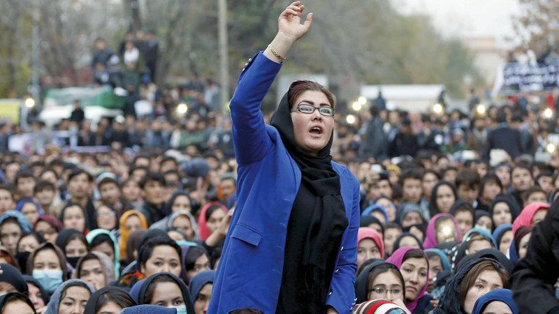 نساء يقدن احتجاجات ضد أعمال القتل في هزارا. رويترز