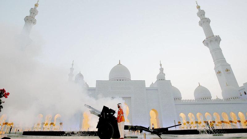 يُعدّ مدفع رمضان من العادات الرمضانية في العديد من الدول الإسلامية