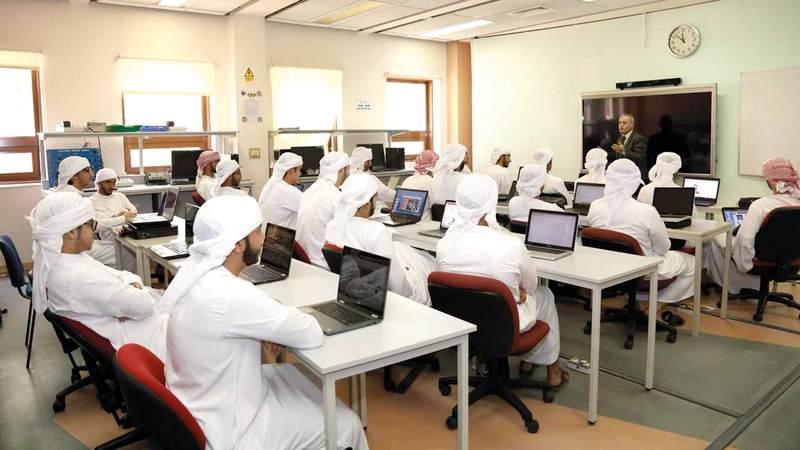 الأكاديميات مفتوحة للطلبة والموظفين الراغبين في تطوير مهاراتهم. من المصدر