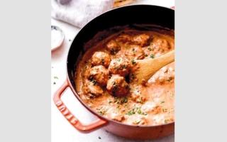 الصورة: أطباق من العالم: صلصة طاجن كرات السمك الأبيض