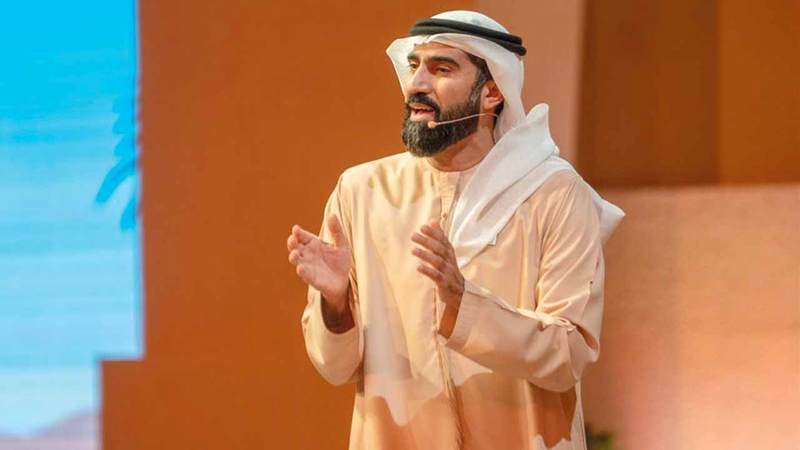 علي آل سلوم مقدم برنامج «دروب».  من المصدر
