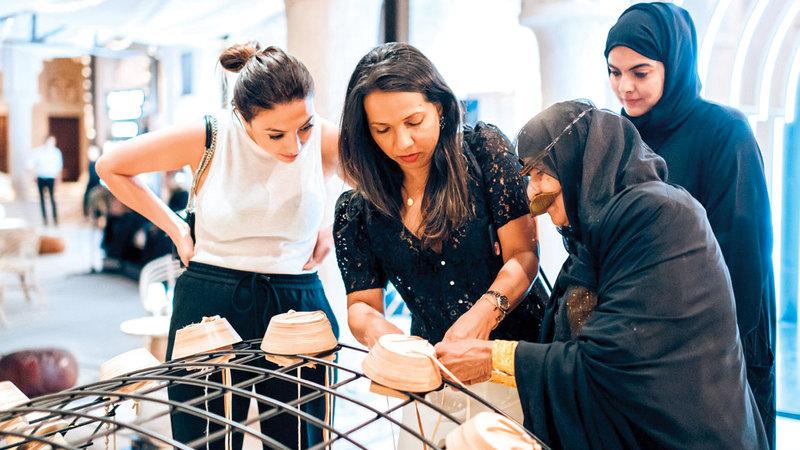 «المجلس» أتاح للزوار صناعة أساور من الجلد باستخدام التقنيات التقليدية. من المصدر