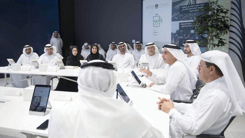 سيف بن زايد متحدثاً خلال اجتماع إدارة المكافآت السلوكية. من المصدر