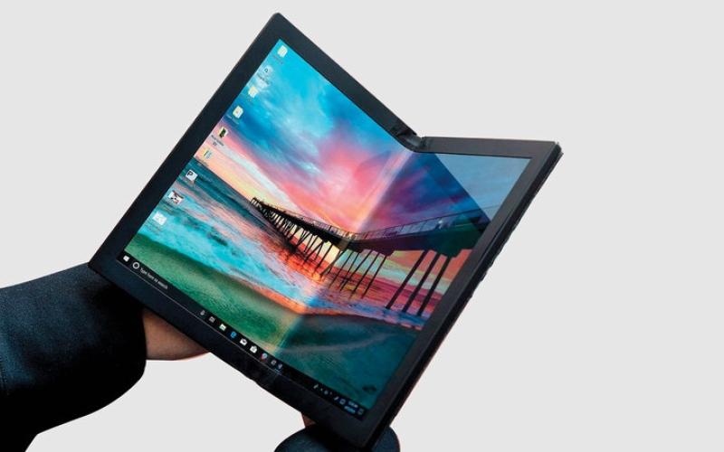 الصورة: «لينوفو» تكشف عن أول حاسب محمول بشاشة قابلة للطي