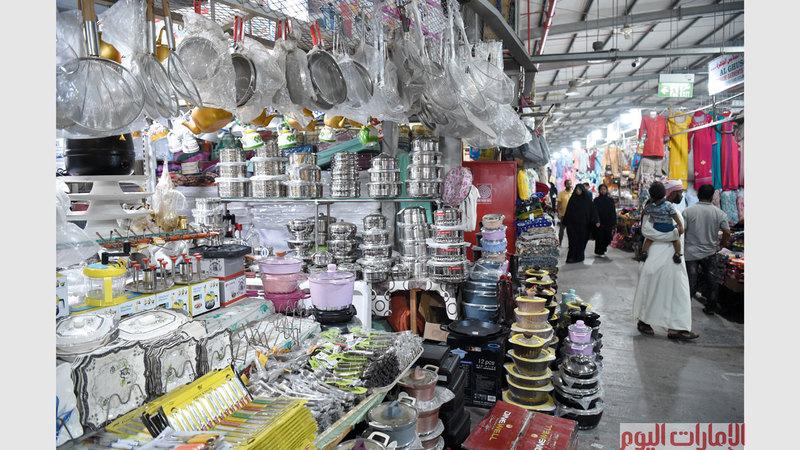 تعدّ الأسواق الشعبية مقصداً للكثيرين، خلال شهر رمضان المبارك، حيث تتوافر أنواع كثيرة من الأواني والخزفيات