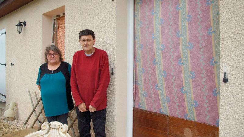 الزوجان قررا تحدي مالك المنزل إلى النهاية.  أرشيفية