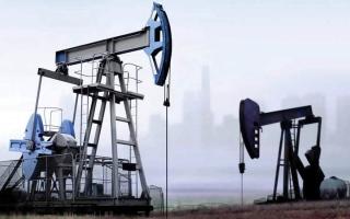 الصورة: النفط يرتفع صوب 73 دولاراً بفعل تهديد بخفض الإمدادات