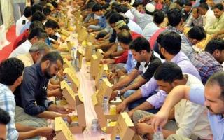 الصورة: «إقامة دبي» توفر وجبات لإفطار 350 صائماً يومياً