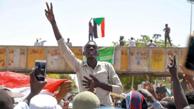 «العسكري» السوداني يعلن استئناف التفاوض مع قوى الحرية والتغيير اليوم