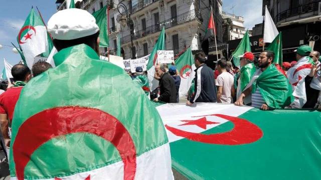 رموز جزائرية تدعو إلى حل سياسي توافقي يستجيب للطموحات الشعبية