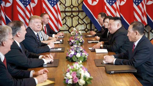 ترامب يتبنى استراتيجية «الضغوط القاسية» لردع إيران وكوريا الشمالية