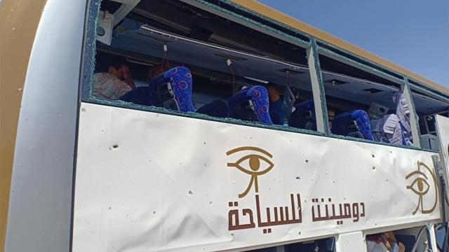 انفجار يستهدف حافلة سياحية عند المتحف المصري بالجيزة