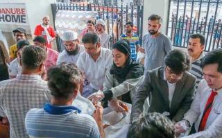 الصورة: «يستاهلون» تستهدف توزيع 330 ألف وجبة إفطار على العمال