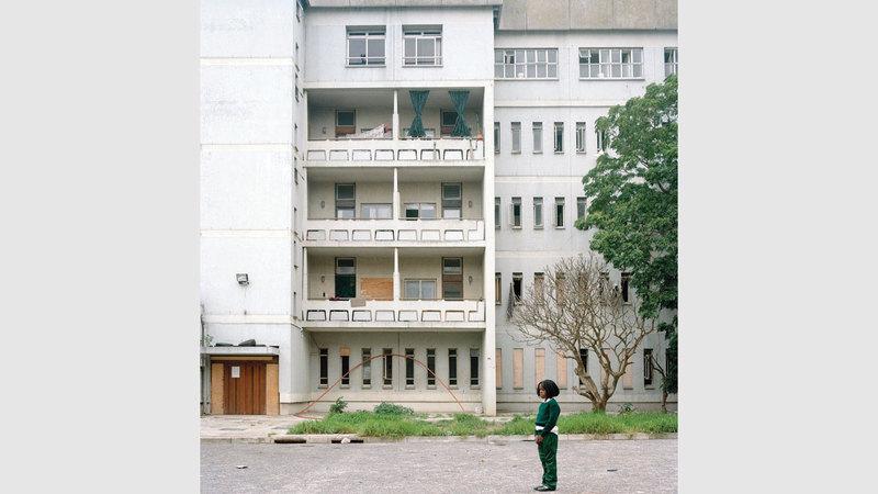 مسكن مهجور يعود إلى مستشفى احتله المواطنون السود.  من المصدر
