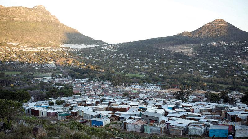 مدينة عشوائية في أميزامو في جنوب إفريقيا.  غيتي