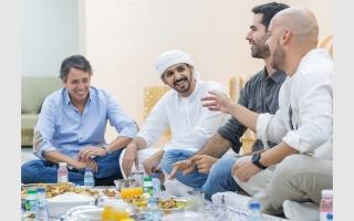 الصورة: 40 استضافة رمضانية لمقيمين في منازل إماراتية