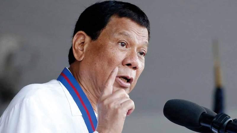الرئيس الفلبيني يهدد بحرب ضد كندا بسبب القمامة.  أ.ب