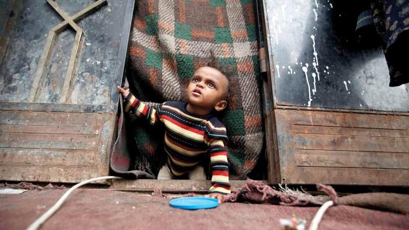 الحوثيون تسببوا في تشريد ومعاناة عشرات الآلاف من الأطفال في عموم اليمن. رويترز