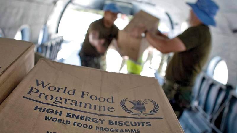 ميليشيات الحوثي تنهب مواد الإغاثة.  أرشيفية