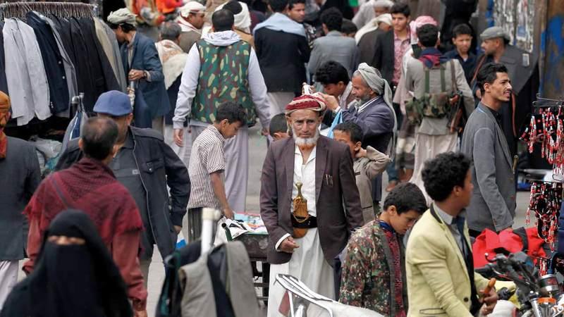 ميليشيات الحوثي تبتز  اليمنيين وتجبرهم  على دفع الزكاة مضاعفة لتمويل جهود الحرب. إي.بي.إيه