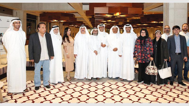 الأمسية ثقافية حضرها نخبة من المثقفين والكتاب والأدباء والإعلاميين في المجمّع الثقافي.  من المصدر