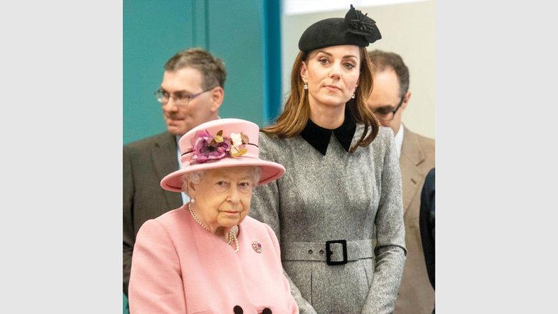 ود يربط بين الملكة وكنّتها كيت ميدلتون.  من المصدر