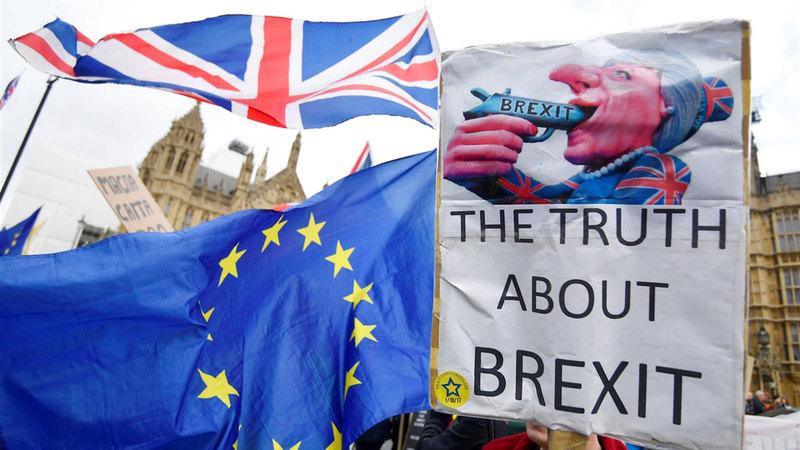 رسم يعبّر عن تزايد معارضة الخروج من الاتحاد الأوروبي.  أرشيفية