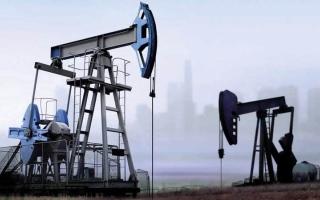 الصورة: النزاع التجاري يدفع النفط لأكبر نزول شهري منذ نوفمبر