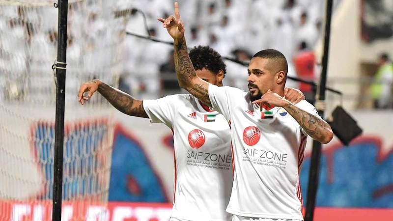 سواريز شارك في جميع مباريات الشارقة بالدوري بعدد 26 مباراة. تصوير: أسامة أبوغانم