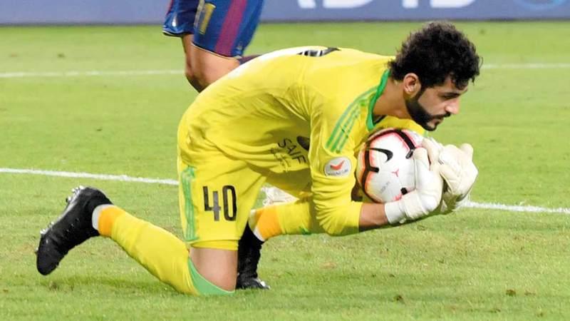 الحوسني لم يغب عن مباريات الشارقة في الدوري ولعب 2340 دقيقة. تصوير: نجيب محمد