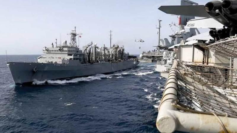 سفينة إمداد تابعة للمدمرة الأميركية نيميتز في مياه الخليج.  أرشيفية
