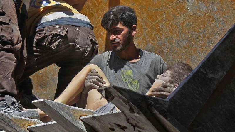 الأطفال والمدنيون ضحايا موجة جديدة  من الحرب في إدلب السورية.  أ.ف.ب
