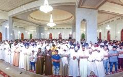 الصورة: الآلاف يتوافدون على مسجد الراشدية الكبير لإحياء ذكرى ليلة القدر